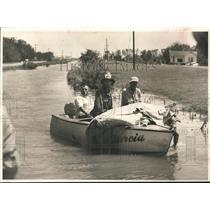 1957 Press Photo Bob O'burke, Fire marshall at Groves, TX, found body in swamp