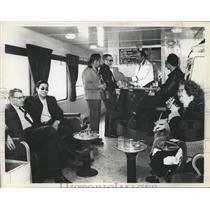 1963 Press Photo Friendly atmosphere on the Alaska Railroad, Dining Car-Alaska