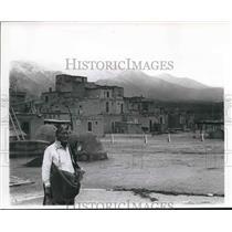 1965 Press Photo Jerry Miradel, Taos Pueblo Tribe Member Poses Near Peublo, N.M.