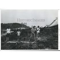 1988 Press Photo Raimundo de Souza burning land for planting crops-Amazon-Brazil