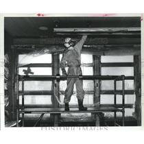 1985 Press Photo Harry Owens Removes Asbestos from Elementary School, Houston