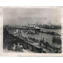 1940 Press Photo River Elbe, Harbor for Hamburg, Germany - mjx37873