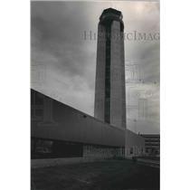 1986 Press Photo Mitchell International Airport's control tower, Milwaukee