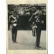 1930 Press Photo Prefect G. Angeluccia guards Mussolini in Rome, Italy