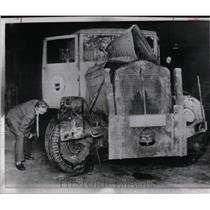 1961 Press Photo East Berlin cleaning department truck - RRX63175
