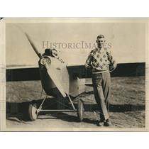 1930 Press Photo Pilot Douglas Harris at Pawtucket, RI Airport - sbx08972