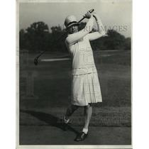 1928 Press Photo Virginia Wilson of Glenview Illinois in action on golf course