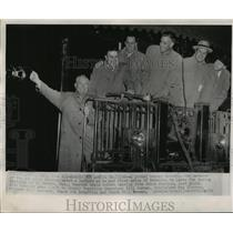 1952 Press Photo Manager of St Louis Browns & players head to training camp