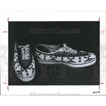 1987 Press Photo Beaded sneakers, by Sioux Effie Tybrec.  Art Indian - hca05519