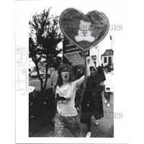 1991 Press Photo Animal Rights Team Member Sue Schmitz Protest Against Abuse