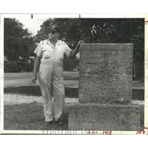 1983 Press Photo Bacliff, Texas Resident J.P. Scranton  - hca07119