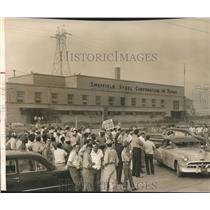 1952 Press Photo Workers strike at Sheffield Steel Corporation, Houston