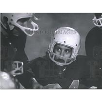 1963 Press Photo Baytown Texas R.E. Lee High School, Listening to Quarterback