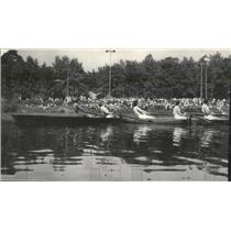 1952 Press Photo Milwaukee-Downer College Golden Regatta - Girls Compete