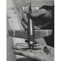 1966 Press Photo Airplane Model, The tiny craft weights about 2 1/2 ounces.