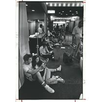 1981 Press Photo Passengers at Boston's Logan Airport During Controller's Strike