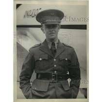 1930 Press Photo Colonel Roberto Fierro Arrives at Roosevelt Field, Long Island