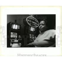 1993 Press Photo Letitia Deliffo, a regular Bingo player at Elmwood Room