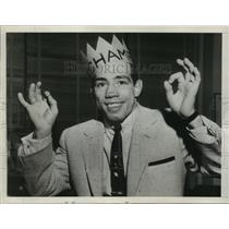 1954 Press Photo World Lightweight Champion Paddy DeMacro enjoys his kingship