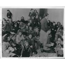 1956 Press Photo Hungarian refugees in a school in Traiskirchen, Austria