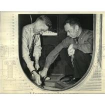 1937 Press Photo Nick Greener, Reg Robbins prepare ship for refueling assignment