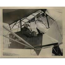 "1945 Press Photo Gen Joseph W ""Vinegar Jim"" Rides Aerial Taxi for Headquarters"