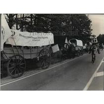 1976 Press Photo-Covered wagon train en route from Florida to Valley Forge, Pa.