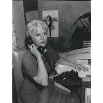 1960 Press Photo Peggy Lee on phone - hca09660