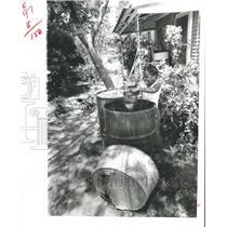 1979 Press Photo Arthur Lee Brinson scoops water for Bordersville TX Household