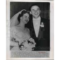 1955 Press Photo Ohio State All-American Vic Janowicz weds Marianne August