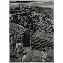 1939 Press Photo Soldiers Install Anti-Aircraft Gun for Paris Exhibition