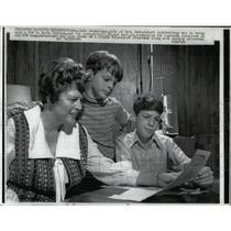 1970 Press Photo Schweitzer Family Reads About POW