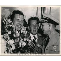 1970 Press Photo Cook Cleveland Thompson winner with his officials - cvp81587