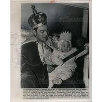 1954 Press Photo Boxer Rocky Marciano in Royal King Clothing & Daughter Mary Ann