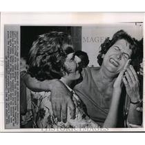 1963 Press Photo Cuban Refugee Isabel Brerilla and Maria Elena Ferro Reunited
