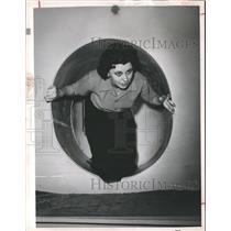 1961 Press Photo Mrs. Nelda Duke, Inside Houston Kuehns Bomb Shelter