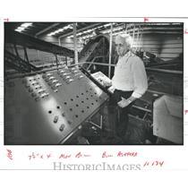 1980 Press Photo Bill Ashford controls conveyors, Browning Ferris Industries