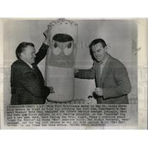 1956 Press Photo Reds Gus Bell Anderson Punching Bag - RRW03361