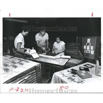 1985 Press Photo Students silk-screening, Brookwood Community, Brookshire, Texas
