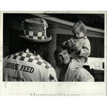 1980 Press Photo Clowning at Detroit Tigers Firemen Day - RRW91017
