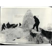 1986 Press Photo Steger International Polar Expedition Members at Frobisher Bay