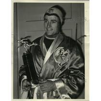 1949 Press Photo Del Lamb, Olympic Skater, Milwaukee Journal Silver Skates Award