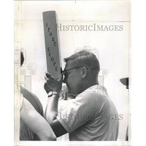 1963 Press Photo Western Open Tournament Fan Periscope - RRW38023
