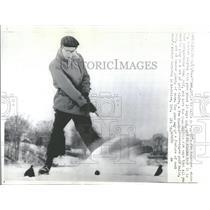 "1964 Press Photo Canadian Joe Belenger Plays ""Skolf"""