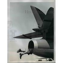 1959 Press Photo Clive Hall Climbs into Exhaust Vent of Hunter Mark I Jet