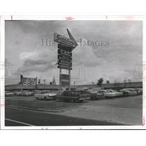 1964 Press Photo Buff Speedway Shopping Center - hca11985