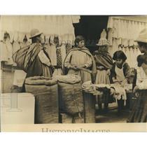 1963 Press Photo Merchants in the Streets of Bolivia - hca11849