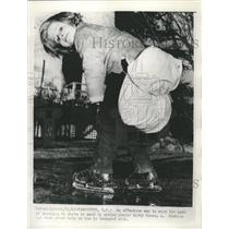 1963 Press Photo Tips On Learning To Skate - RRW39829