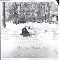 1954 Press Photo Sledd Camp Road Skiing Hitchhiker Lad - RRY16285