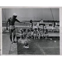 1945 Press Photo Children Swimming Classes Marina - RRW02597